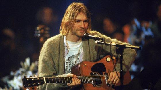 Kurt Cobain guitar breaks records at auction